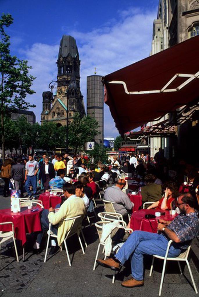 GERMANY, WEST BERLIN, KURFUERSTENDAMM, KAISER-WILHELM MEMORIAL CHURCH, SIDEWALK CAFE : Stock Photo