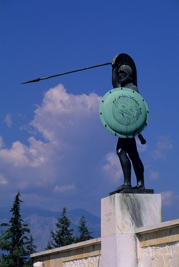 GREECE, THERMOPYLAE, SITE OF BATTLE BETWEEN GREEK & PERSIAN ARMIES, 480 B.C., LEONIDES MONUMENT : Stock Photo