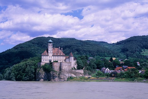 AUSTRIA, NEAR MELK, DANUBE RIVER, WACHAU, SCHONBUHL CASTLE : Stock Photo