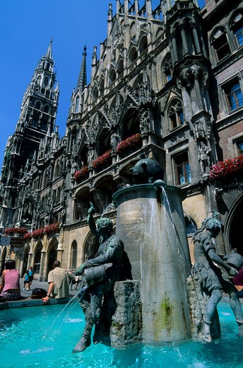 Stock Photo: 4163-13791 GERMANY, BAVARIA, MUNICH, FRAUENPLATZ, CITY SQUARE, NEW CITY HALL, FOUNTAIN