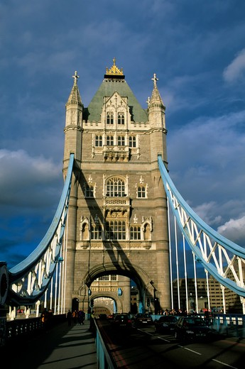 GREAT BRITAIN, LONDON, RIVER THAMES, TOWER BRIDGE : Stock Photo