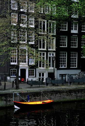 NETHERLANDS, HOLLAND, AMSTERDAM, CANAL SCENE WITH BOAT : Stock Photo