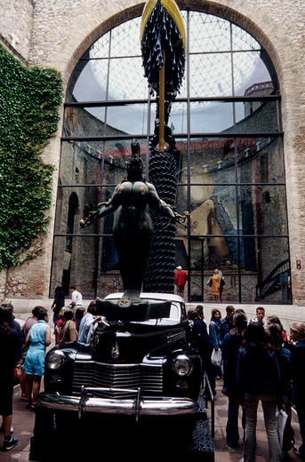 Stock Photo: 4163-14684 SPAIN, FIGUERES, SALVADOR DALI MUSEUM, COURT