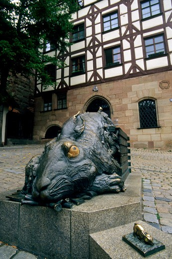 Stock Photo: 4163-14890 GERMANY, NUREMBERG, SQUARE AT TIERGARTNERTOR, RABBIT STATUE BY ALBRECHT DURER
