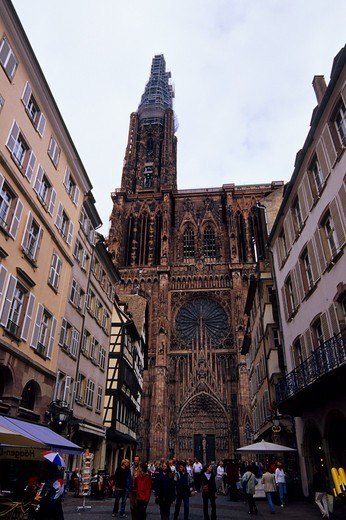 FRANCE, ALSACE, STRASBOURG, STREET SCENE, CATHEDRAL OF NOTRE DAME : Stock Photo