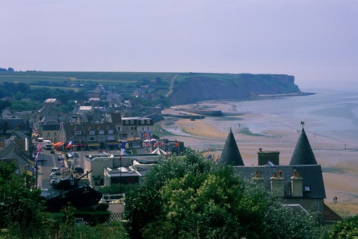 FRANCE, NORMANDY, ARROMANCHES, VIEW OF TOWN : Stock Photo
