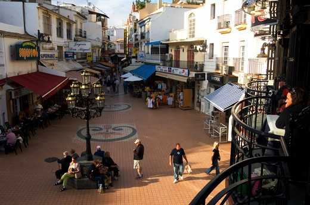 SPAIN, COSTA DEL SOL, NEAR MALAGA, TORREMOLINOS, STREET SCENE, SHOPS : Stock Photo