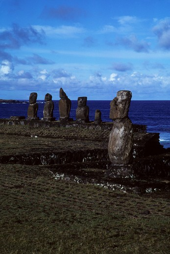 EASTER ISLAND, AHU TAHAI, MOAI STATUES : Stock Photo