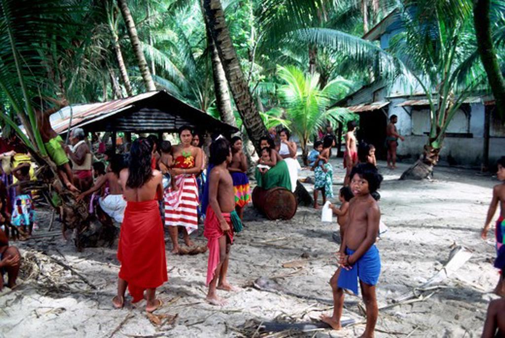 MICRONESIA, CAROLINE ISLS. PULAP ISLAND, NATIVE ISLANDERS : Stock Photo