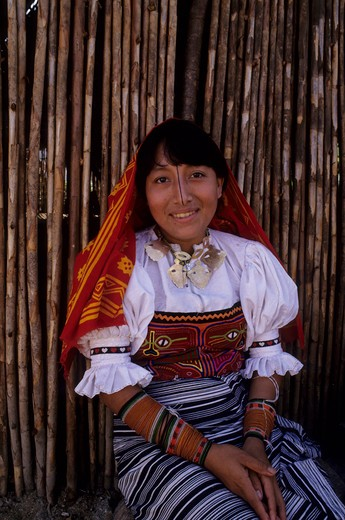 PANAMA, SAN BLAS ISLANDS, ACUATUPU IS., KUNA INDIAN WOMAN IN FRONT OF HUT : Stock Photo