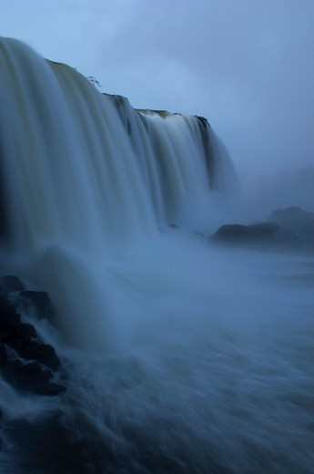 BRAZIL, IGUASSU NATIONAL PARK, IGUASSU FALLS AT DEVILS THROAT AT DAWN : Stock Photo