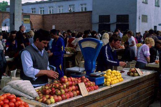 RUSSIA, SIBERIA, IRKUTSK, MARKET SCENE, ARMENIAN MAN SELLING TOMATOES AND APPLES : Stock Photo
