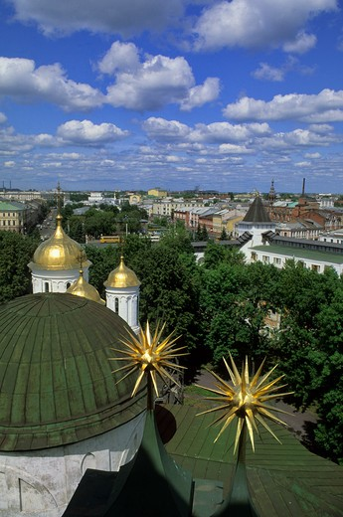 RUSSIA, YAROSLAVL, MONASTERY OF THE TRANSFIGURATION OF THE SAVIOR, VIEW OF CITY : Stock Photo