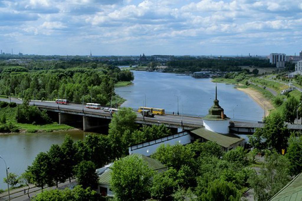 RUSSIA, YAROSLAVL, MONASTERY OF THE TRANSFIGURATION OF THE SAVIOR, VIEW OF KOTOROSL RIVER : Stock Photo