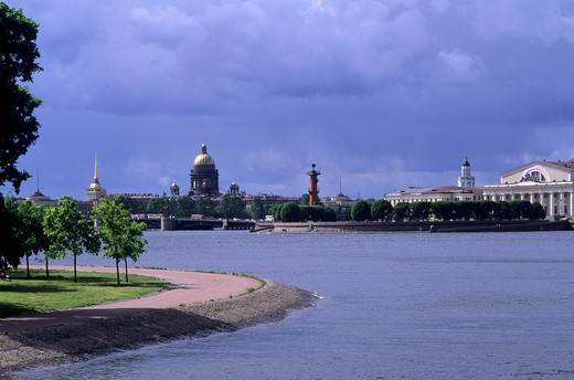 RUSSIA, ST. PETERSBURG, NEVA RIVER AND ST. ISAAC'S CATHEDRAL : Stock Photo