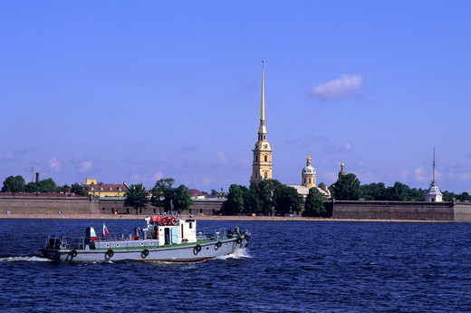 RUSSIA, ST. PETERSBURG, NEVA RIVER WITH PETER AND PAUL FORTRESS : Stock Photo