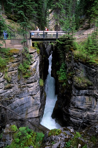 Stock Photo: 4163-20738 Canada, Alberta, Jasper National Park, Maligne Canyon, Bridge