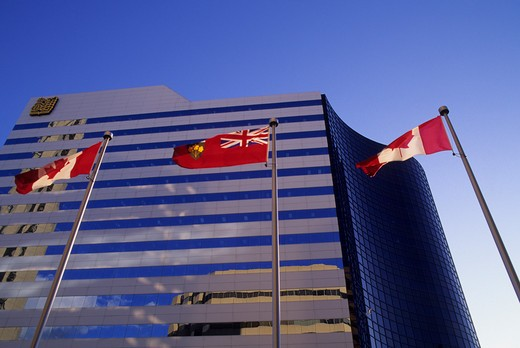 CANADA, ONTARIO, TORONTO, DOWNTOWN, MODERN ARCHITECTURE WITH FLAGS : Stock Photo