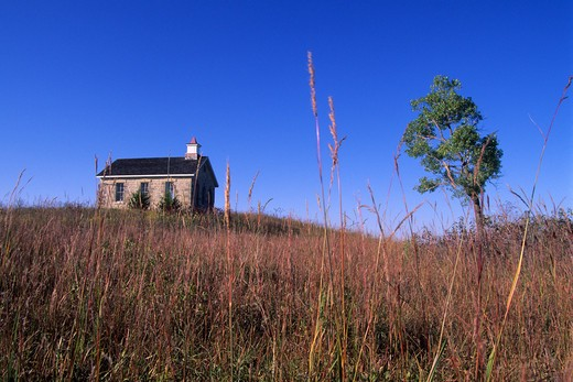 Stock Photo: 4163-2978 USA, KANSAS, FLINT HILLS, NEAR STRONG CITY, TALLGRASS PRAIRIE NATIONAL PRESERVE, SCHOOLHOUSE
