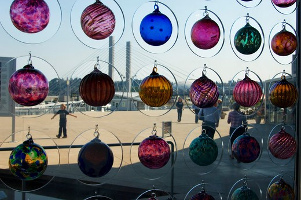USA, WASHINGTON STATE, TACOMA, MUSEUM OF GLASS, GLASS ART IN WINDOW : Stock Photo