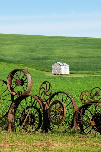 Stock Photo: 4163-5362 USA, WASHINGTON STATE, PALOUSE, UNIONTOWN, FENCE MADE OUT OF OLD WHEELS AT DAHMEN BARN ART GALLERY