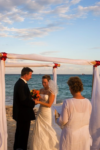 Stock Photo: 4163-5572 MEXICO, NEAR CANCUN, PLAYA DEL CARMAN, SUNSET FISHERMEN'S SPA AND RESORT, BEACH WEDDING, BRIDE AND GROOM