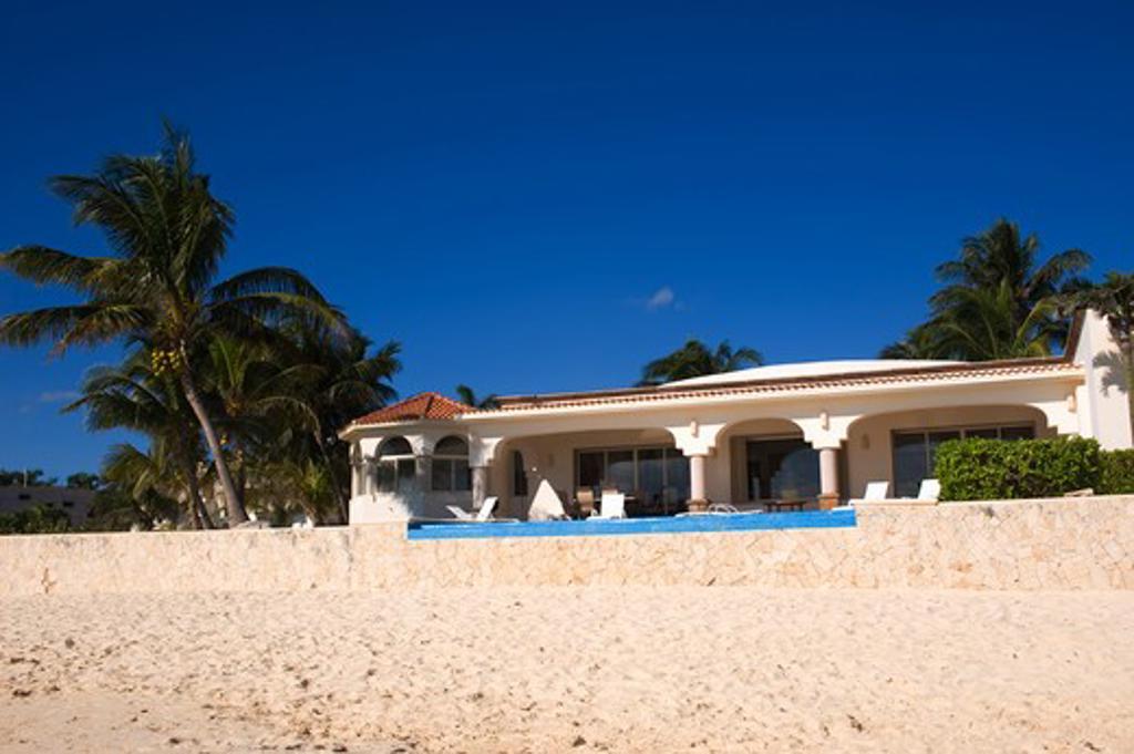 MEXICO, NEAR CANCUN, PLAYA DEL CARMAN, VACATION HOMES ALONG BEACH : Stock Photo