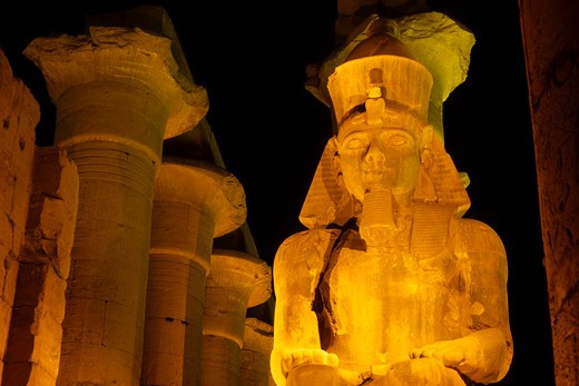 EGYPT, LUXOR, TEMPLE OF LUXOR ILLUMINATED AT NIGHT : Stock Photo