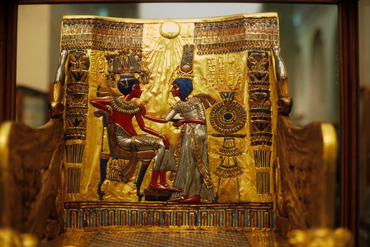 EGYPT, CAIRO, EGYPTIAN MUSEUM OF ANTIQUITIES, TUTANKHAMUN'S THRONE, WITH QUEEN ANKHESENAMUN : Stock Photo