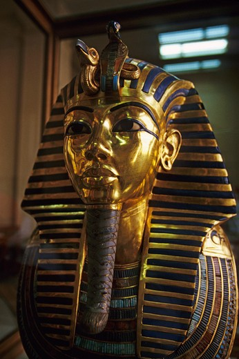 Stock Photo: 4163-7113 EGYPT, CAIRO, EGYPTIAN MUSEUM OF ANTIQUITIES, TUTANKHAMUN'S GOLD MASK