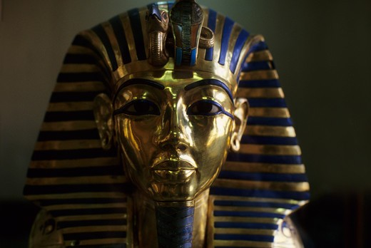 EGYPT, CAIRO, EGYPTIAN MUSEUM OF ANTIQUITIES, TUTANKHAMUN'S GOLD MASK, CLOSE-UP : Stock Photo