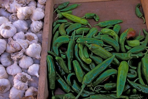 Stock Photo: 4163-8130 LIBYA, TRIPOLI, MEDINA, STREET SCENE, CHILI PEPPERS AND GARLIC