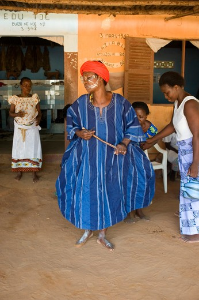 Stock Photo: 4163-8532 WEST AFRICA, TOGO, LOME, GORO VOODOO CEREMONY, PRIESTESS