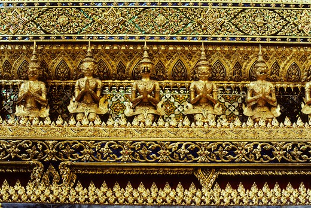 THAILAND, BANGKOK, GRAND PALACE, MOSAIC DETAIL OF EXTERIOR ARCHITECTURE : Stock Photo