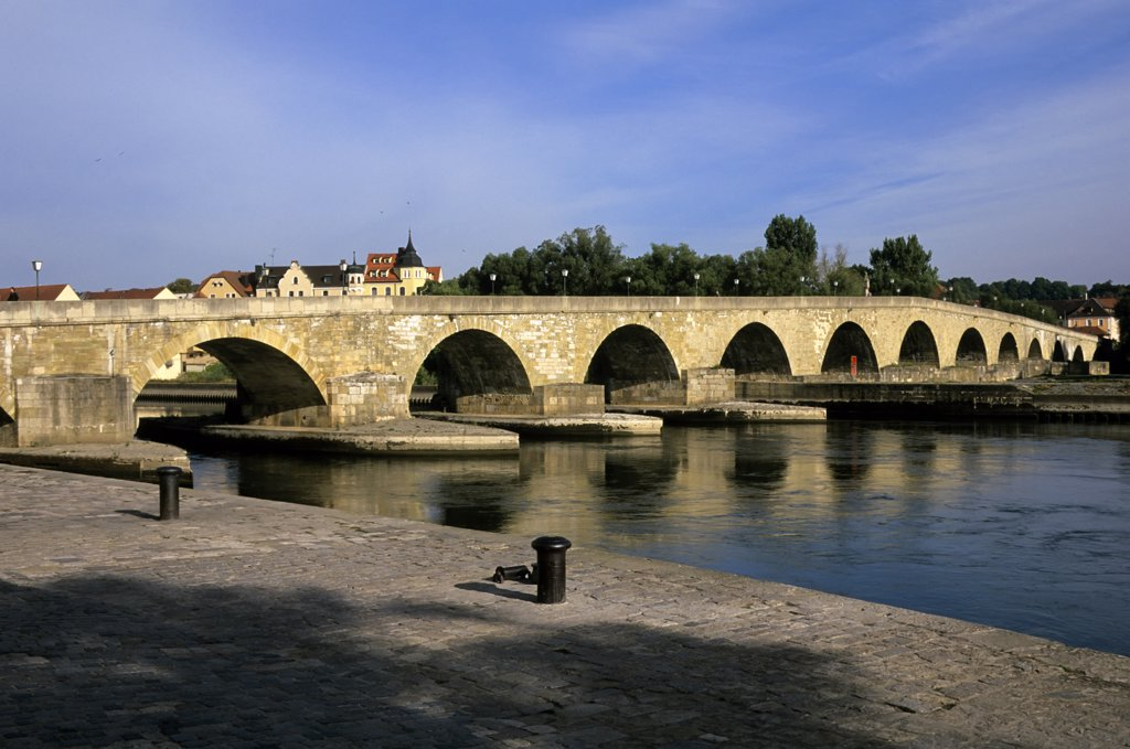 Stock Photo: 4168-10310 Germany, Bavaria, Danube River, Regensburg, View Of 12Th Century Stone Bridge