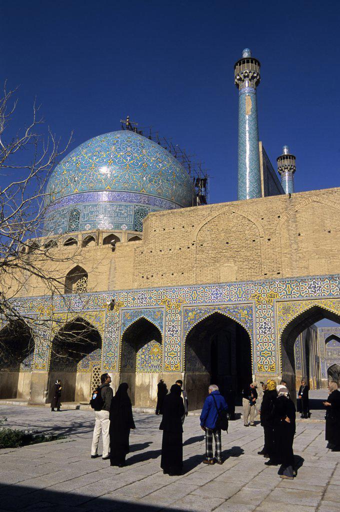 Stock Photo: 4168-10749 Iran, Esfahan, Eman Khomeni Square, Imam (Masjed-E Emam) Mosque, Tourists