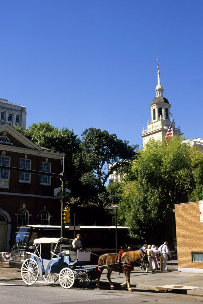 Usa, Pennsylvania, Philadelphia, Independence Hall, Horse Carriage : Stock Photo