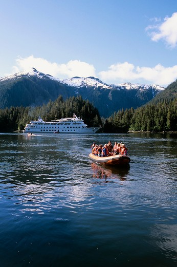 USA,ALASKA,INSIDE PASSAGE, BARANOF ISLAND, BARANOF, CRUISE SHIP YORKTOWN CLIPPER, ZODIAC : Stock Photo