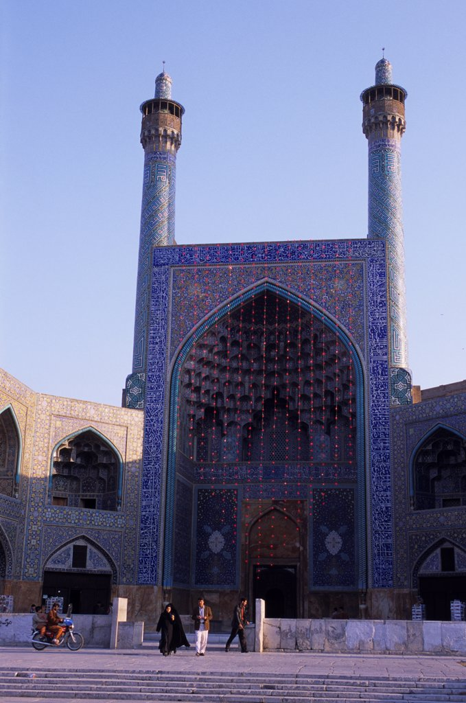 Stock Photo: 4168-14188 Iran, Esfahan, Eman Khomeni Square, Imam (Masjed-E Emam) Mosque, Gateway, Minarets