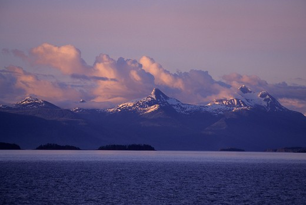 Usa, Alaska, Inside Passage, Frederick Sound, Near Admirality Island, Evening : Stock Photo