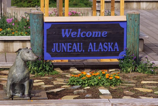Stock Photo: 4168-3441 Usa, Alaska, Juneau, Welcome Sign With Dog Statue