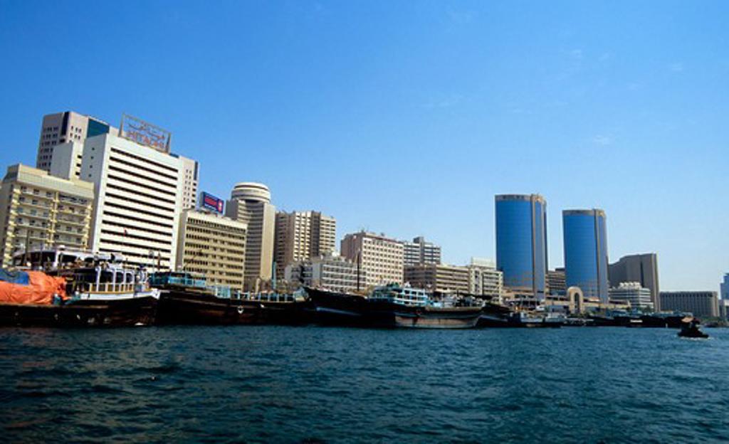 Stock Photo: 4168-5055 United Arab Emirates, Dubai, architecture along the creek