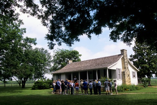 Stock Photo: 4168-5225 usa, texas, lyndon b. johnson national historic park, lbj birthplace, tourists
