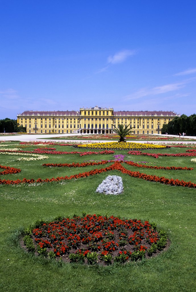 Stock Photo: 4168-8199 Austria, Vienna, Schoenbrunn Palace with flowers in foreground