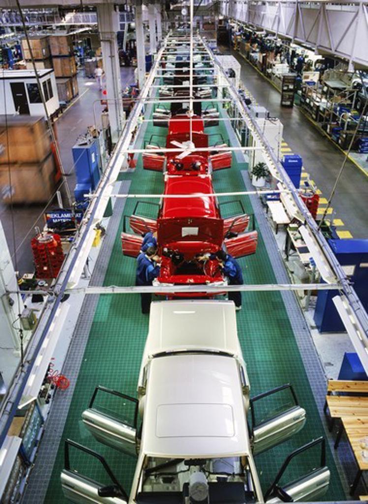 Stock Photo: 4176-13086 Auto assembly line at Volvo Torslanda Plant in Gothenburg Sweden