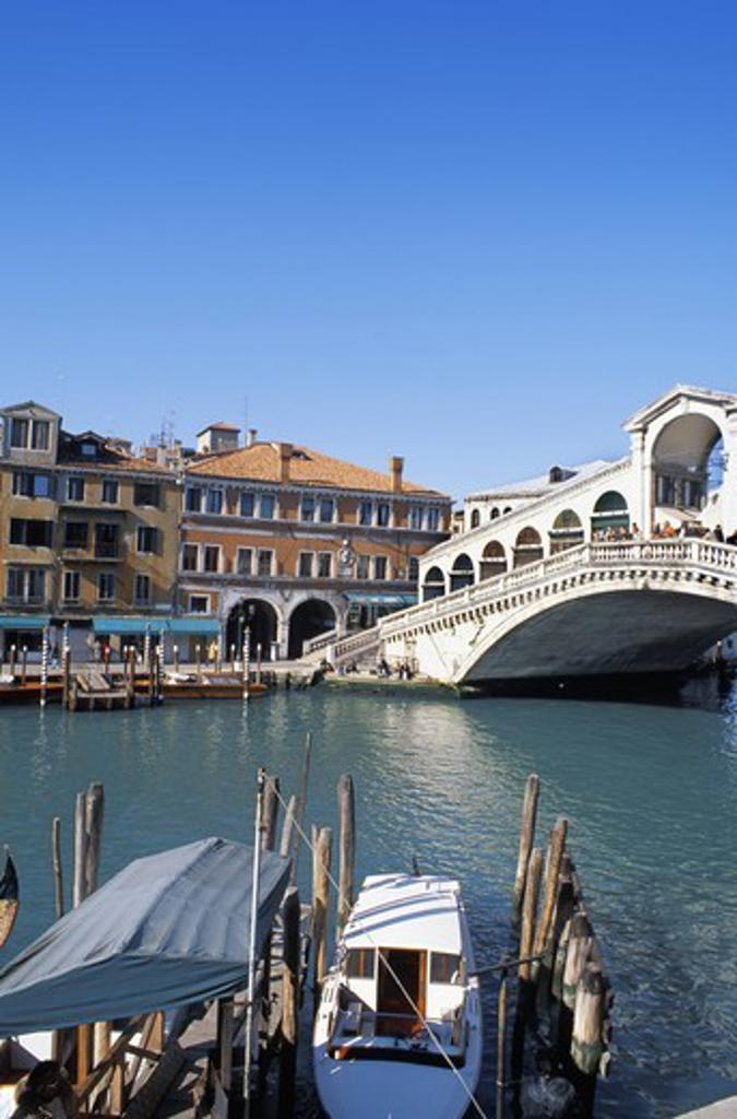 ITALY VENICE THE RIALTO BRIDGE GRAND CANAL : Stock Photo