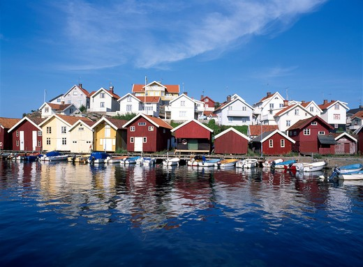 Stock Photo: 4176-19889 Norway, Boats moored at a river by the houses