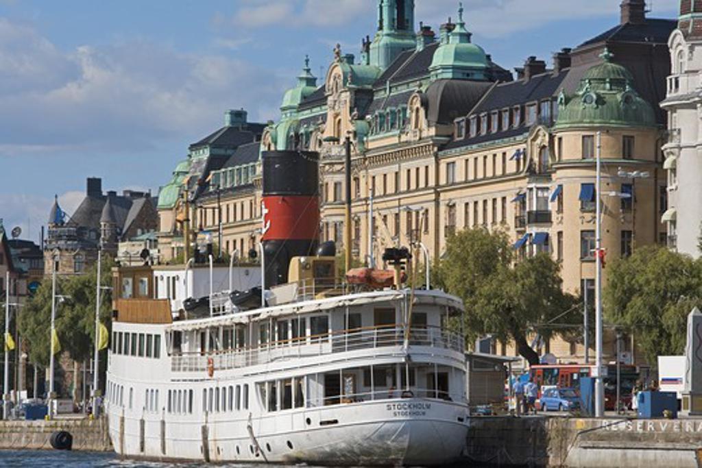 """SWEDEN STOCKHOLM BOATS ANCHORED AT STRANDVÃ""""GEN : Stock Photo"""