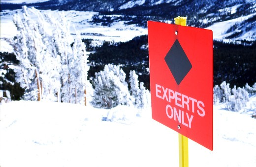 Stock Photo: 4176-24187 Close-up of an Experts Only warning sign at a skiing site, USA