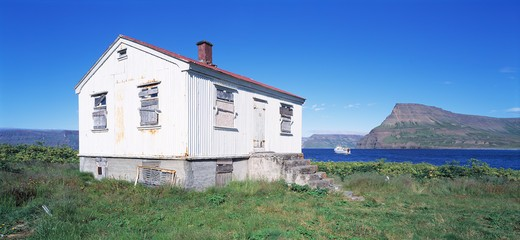 Stock Photo: 4176-37173 Iceland, Dalvik - House near a lake